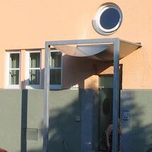 Stainz-Nirosta-Vordach gebogen mit Trägerkonstraße