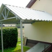 Vordach mit Trapezeindeckung