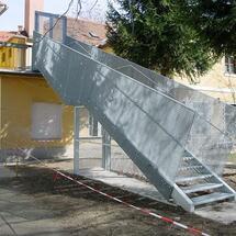 Treppe mit Gitterrost Absturzsicherung, magistrat