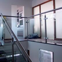 Nirorundrohr-Steher mit VSG Glas klar