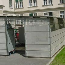 Müllplatzeunhausung-LKH mit Lochblechkasetten